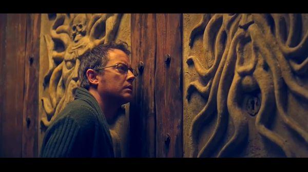 Мужчина у двери
