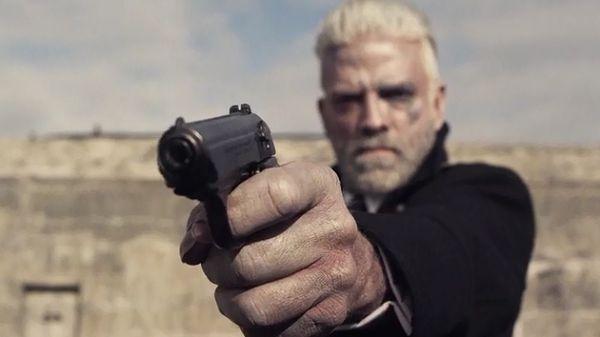 Мёрфи с оружием