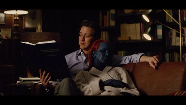 Чарльз читает книгу