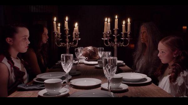 Женщины за столом