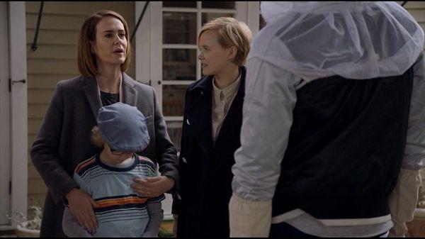 Элли с женой и сыном