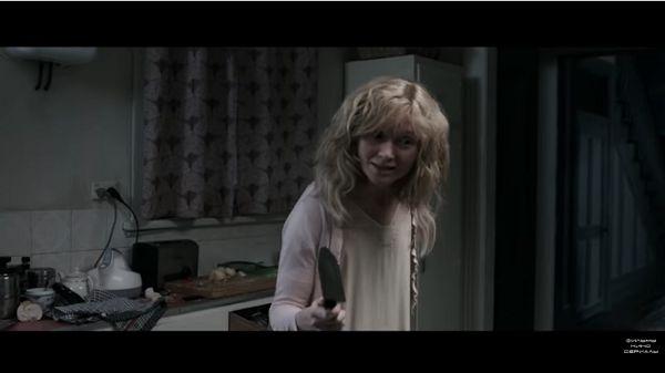 Оливия с ножом