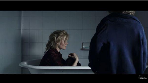 Оливия в ванной