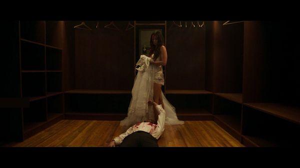 Эмма с мертвым мужем