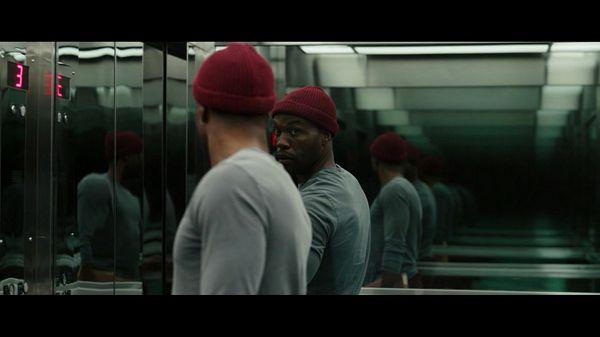 Энтони в лифте